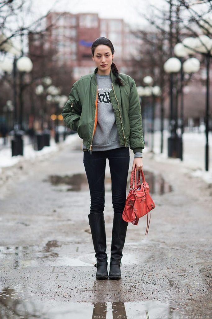 Образ с зеленой курткой бомбер.
