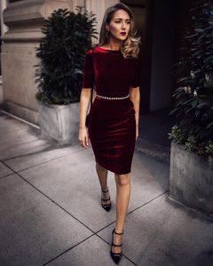 Образ с бордовым бархатным платьем