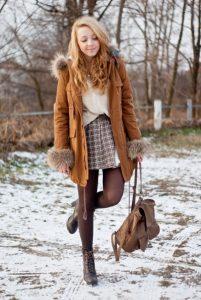 Зимний образ с коричневыми колготками.