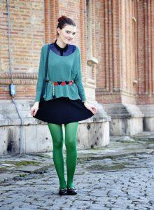 Образ с зелеными колготками.