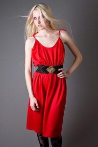 Красный стильный сарафан.