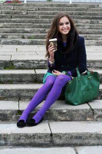 Образы с фиолетовыми колготками.